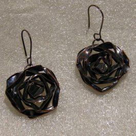 kolczyk róża stylizowana
