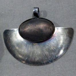 Wisior wachlarz z elipsą z siatki 1