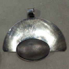 Wisior wachlarz z siatką 2