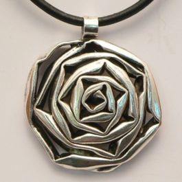 Wisior róża stylizowana