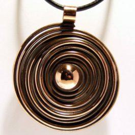 Wisior miedziany spirala